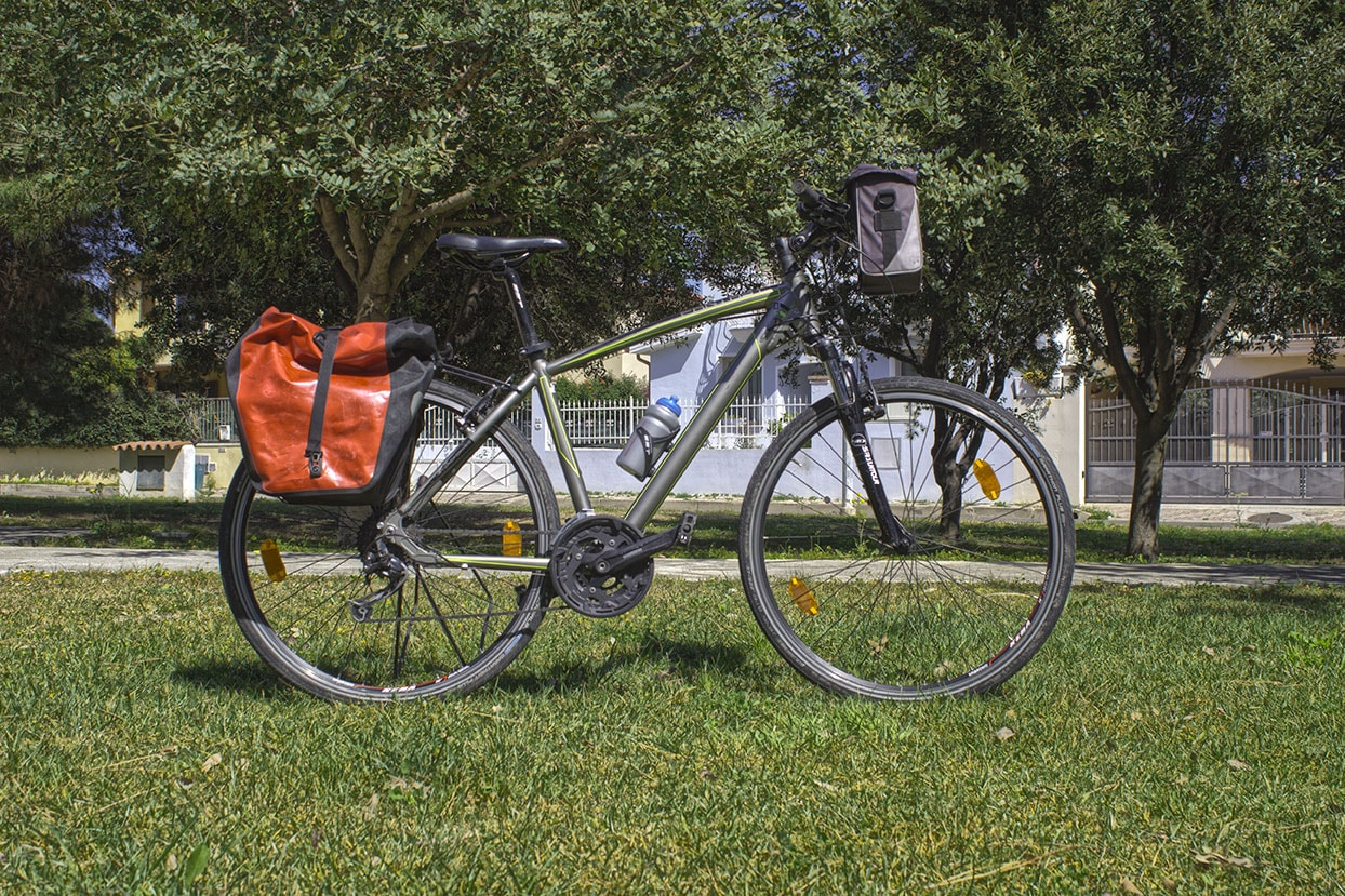 Trekking Bike grey for rental