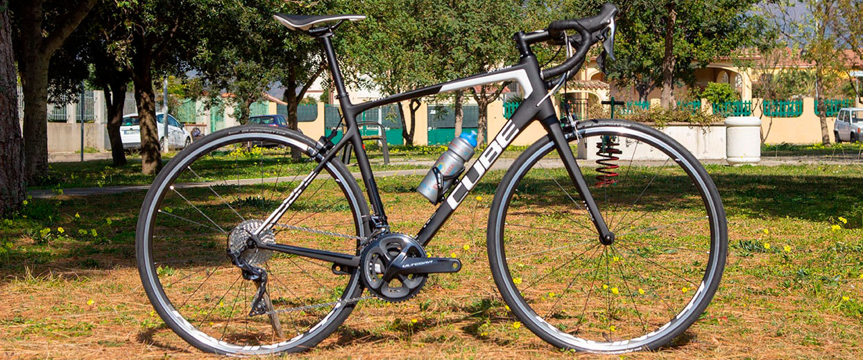 Cube road bike for rental in sardinia