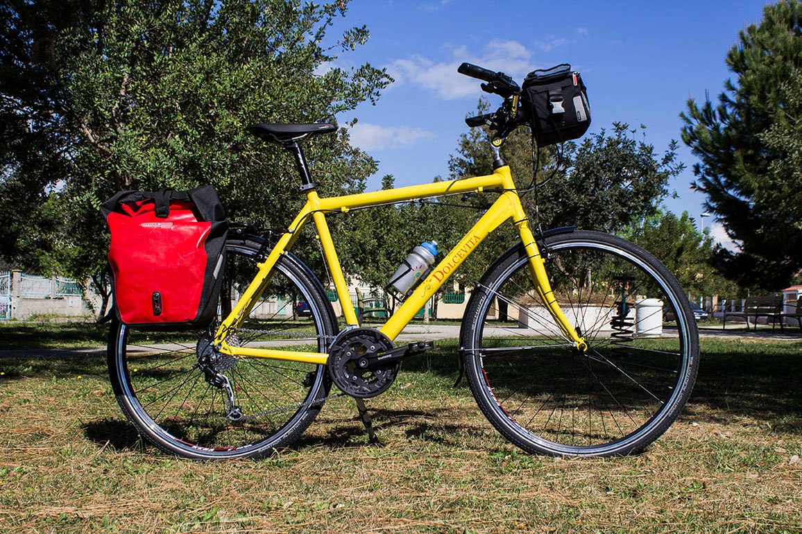 Yellow Comfort bike for hire