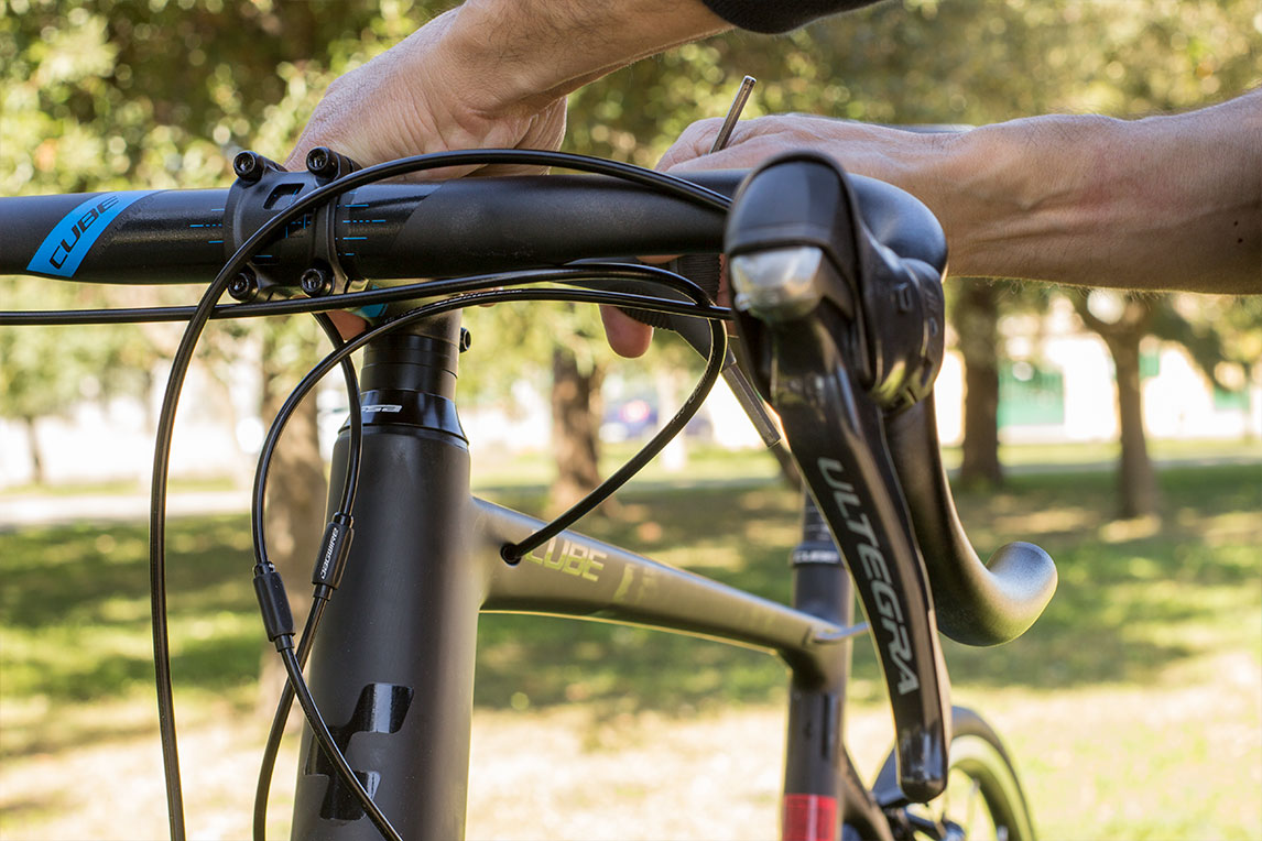 Shimano Ultegra gearshift levers and brakes