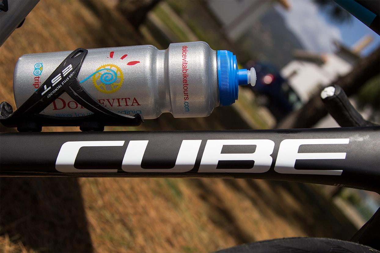 Carbon frame and Dolcevita bike tours bottle - Cube Road Bikes for rental