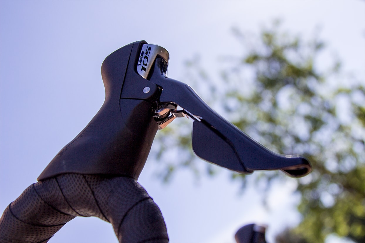 Shimano 105 gearshift levers and brakes - Cube Road Bikes for rental