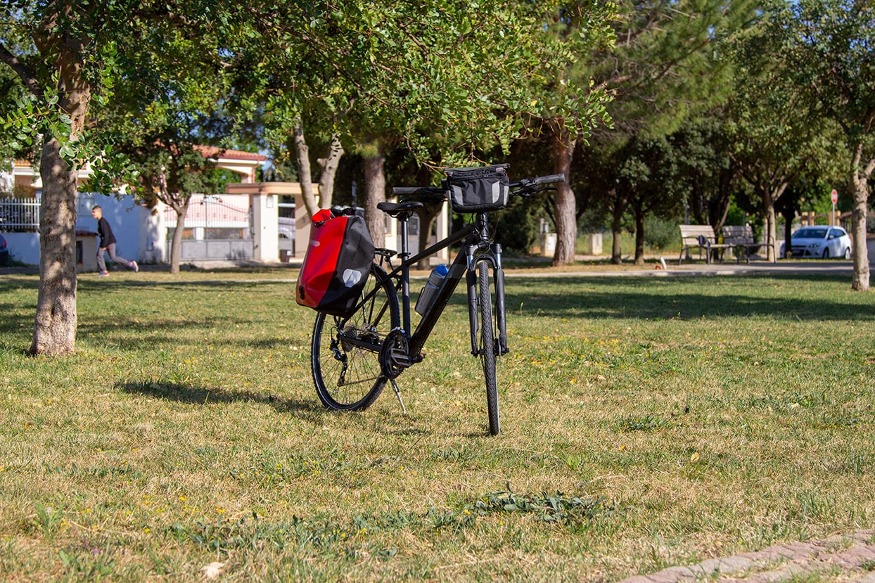 Trekking sport bikes cube 2019 for rental with panniers