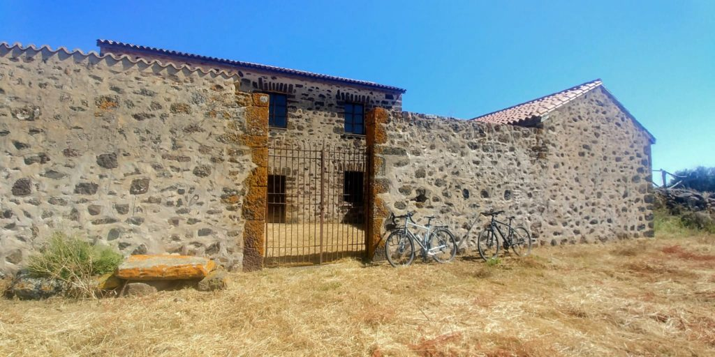 Tour in bici al Parco della Giara, pausa a Casa Lavra